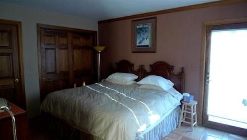 down condo bedrm (Small)