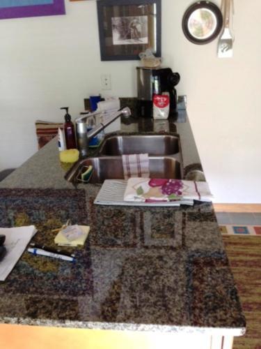 up condo kit counter
